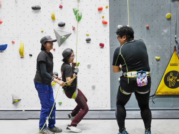 20190105135633 87 - 熱血採訪|第一次親子攀岩體驗就上手,台中約200坪空間的Dapro室內攀岩場