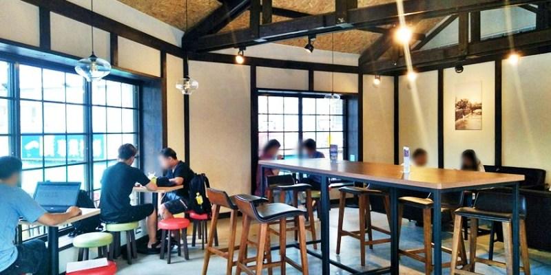 特色超商|全家便利商店台中成功店~復古木造日式咖啡館風格 台中車站附近綠川旁