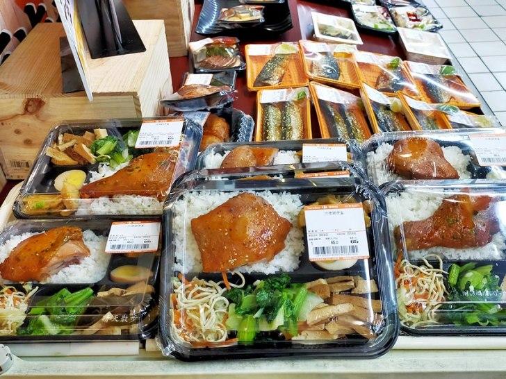 20200415125716 47 - 台中便當 家樂福熟食區平價便當,一主菜五配菜,只要65元,菜色挺豐富喔!