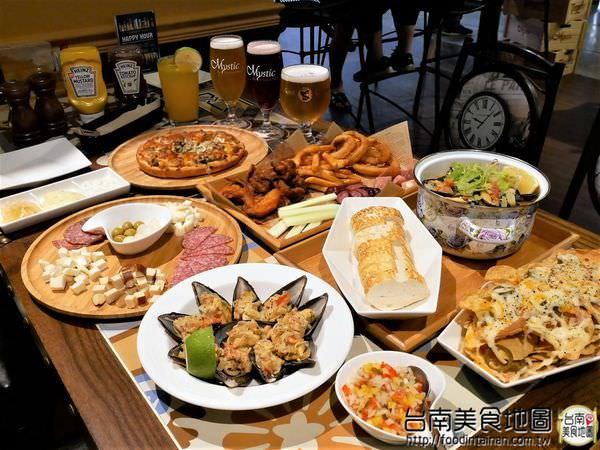 台南中西區美食│在小西門『Beer Talk』跟百年酒廠的豪格&康尼森邂逅/水果成份高達26%的妹酒與男人味的MAN酒/未加一滴水純啤酒料理的比利時蒸淡菜/一場與比利時啤酒的相遇丫d=(´▽`)=b