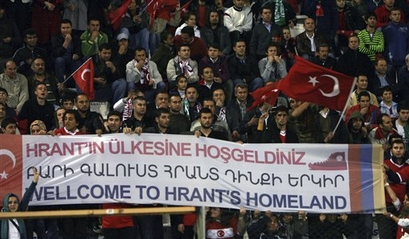 https://i1.wp.com/img.footballove.com/2009/10/capt.dd6114d1ed0145caa9ebc951654e46ec.turkey_armenia_soccer_wcup_xbo139.jpg