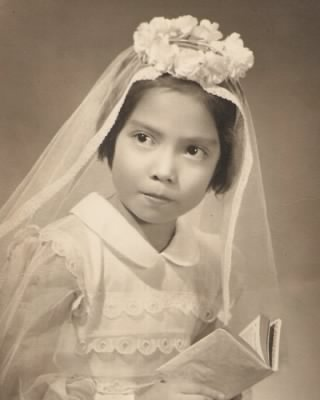 Maria Teresa Calleja Castro in her first communion gala.