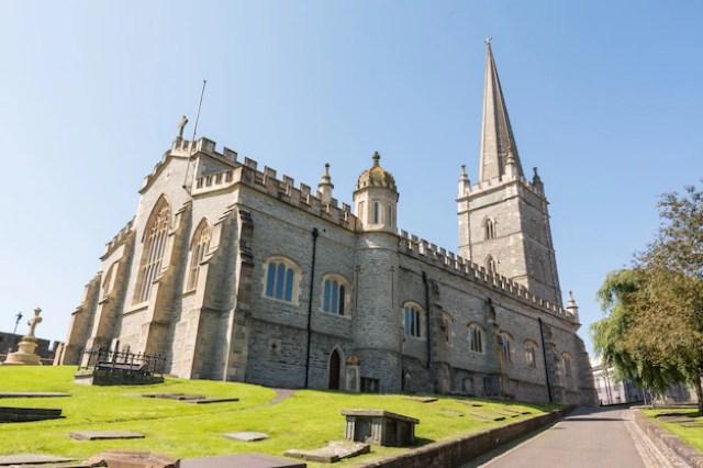 O guildhall em derry, irlanda do norte   Foto Premium
