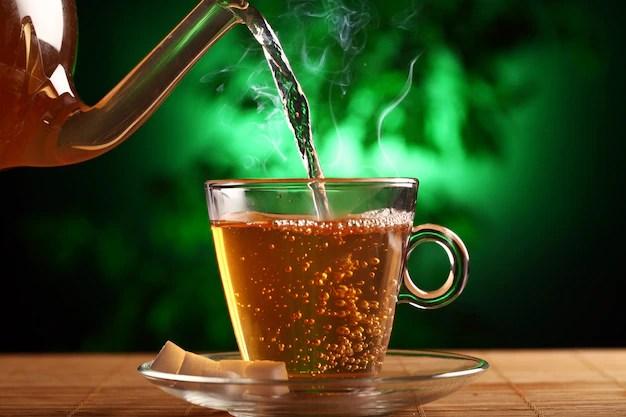 cha-verde-quente-no-copo-de-bule-e-xicara_144627-13617 Perca 4 kg por semana com chá de oliveira