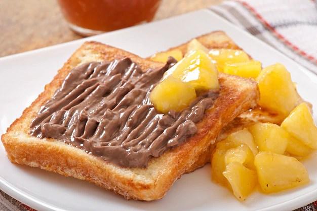 Жареный бутерброд с салатом и сыром | Бесплатно Фото