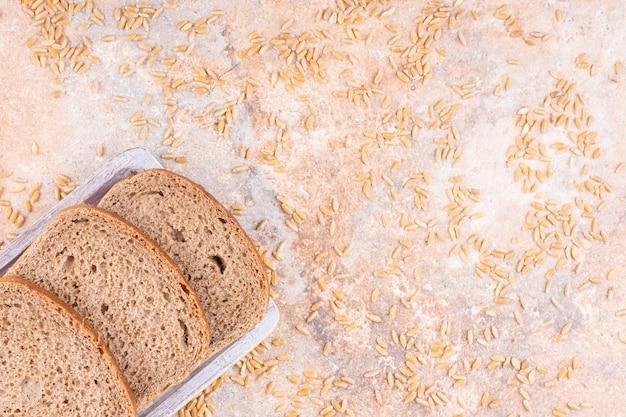 Preparate la pittura secondo le indicazioni riportate nella confezione. Free Photo Different Kinds Of Fresh Bread As Background Top View
