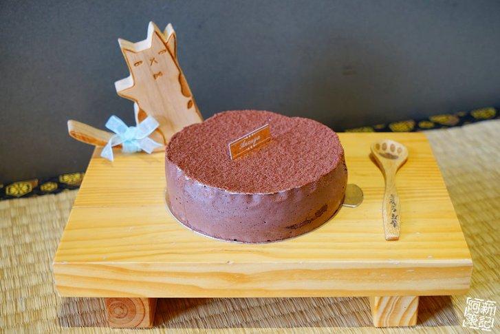 DSC08424 - 【熱血採訪】杏屋乳酪蛋糕|中秋月餅新創意,外層巧克力、內餡有蔓越莓、麻糬、鹹蛋黃等等,鹹甜、鹹甜好衝擊味蕾,好吃~