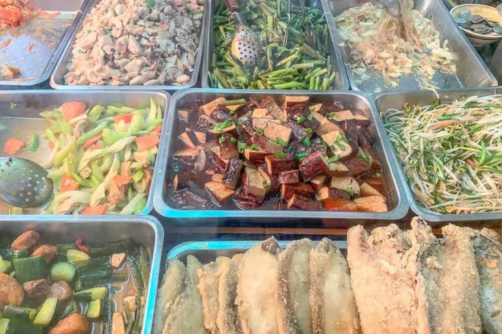 IMG 7709 - 大里一多一魯肉飯│大里排隊便當店來啦!爌肉飯出乎預期的好吃,難怪人潮這麼多~