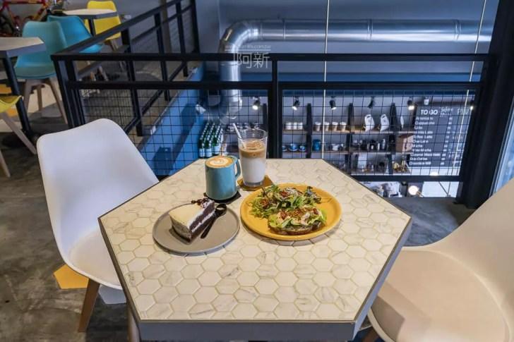 DSC06937 - Pluto Espressoria|台中南屯咖啡館,深藍色系搭寬敞空間,工業風環境超好拍。