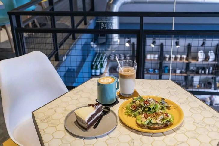DSC06942 - Pluto Espressoria|台中南屯咖啡館,深藍色系搭寬敞空間,工業風環境超好拍。
