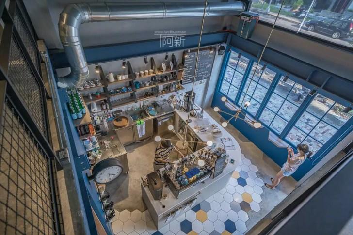 DSC07015 - Pluto Espressoria|台中南屯咖啡館,深藍色系搭寬敞空間,工業風環境超好拍。