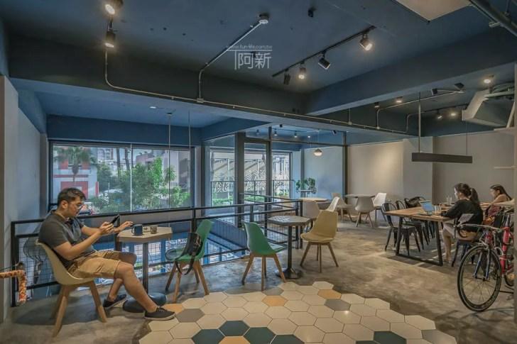 DSC07025 - Pluto Espressoria|台中南屯咖啡館,深藍色系搭寬敞空間,工業風環境超好拍。