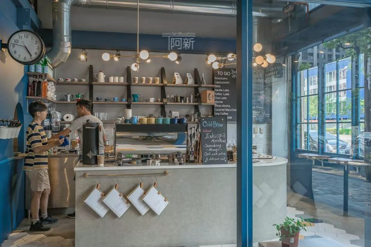 DSC07036 - Pluto Espressoria|台中南屯咖啡館,深藍色系搭寬敞空間,工業風環境超好拍。