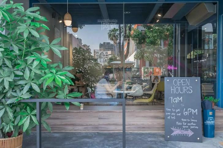 DSC07041 - Pluto Espressoria|台中南屯咖啡館,深藍色系搭寬敞空間,工業風環境超好拍。