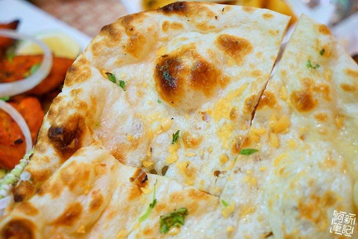 DSC00925 - 【熱血採訪】斯里瑪哈印度餐廳|隱藏公益路美食,道地印度料理超夠味,推薦印度蒜味烤餅、印式棒棒腿、蒜味羊肉咖哩~