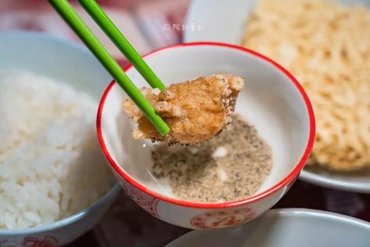 DSC02035 - 熱血採訪│港動吃鍋進軍老虎城,舊式復古香港味飄台中,第一次在茶餐廳吃鍋物,這裡太好拍