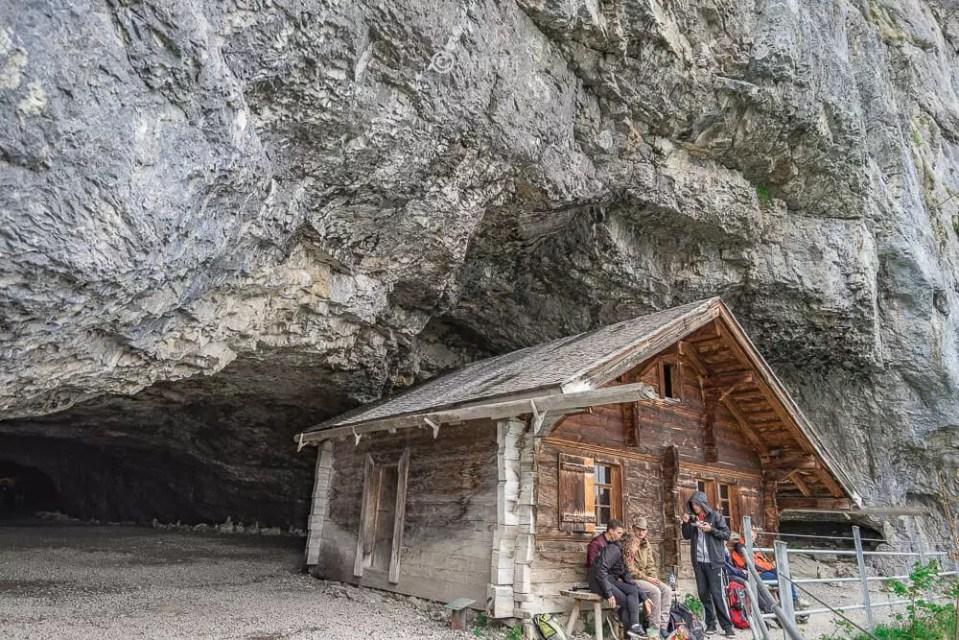 Berggasthaus Aescher,瑞士懸崖餐廳Berggasthaus Aescher Wildkirchli,瑞士懸崖餐廳,Berggasthaus Aescher Wildkirchli,瑞士山崖餐廳-27