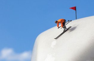 [攝影藝術]小人物世界-冰箱滑雪