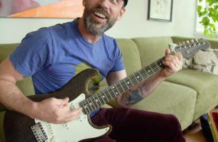 [樂器設計]Fender瓦楞紙吉他