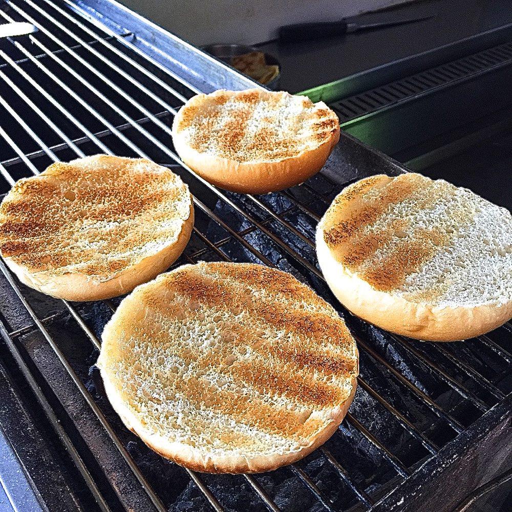 安平小巴 炭烤吐司|早晨限定炭烤漢堡,位於安平運河旁的低調小餐車