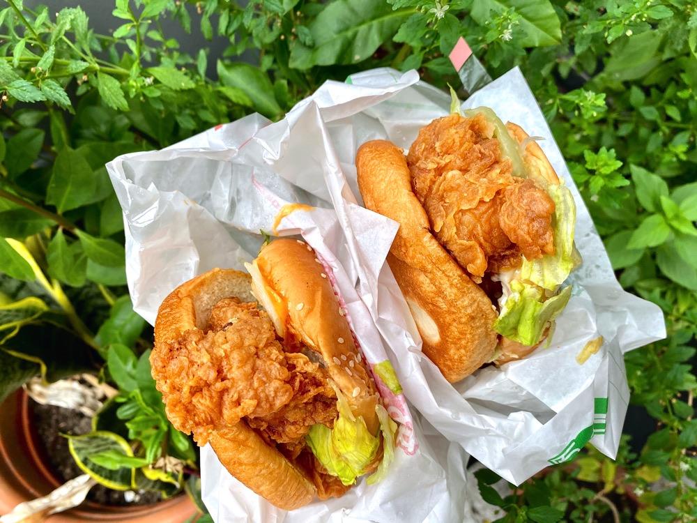 丹丹漢堡:南部速食店霸主!台南高雄屏東必吃.個人大推5號餐,鮮脆雞腿堡大份量,玉米濃湯料多味美又大碗|文末全台門市.最新菜單