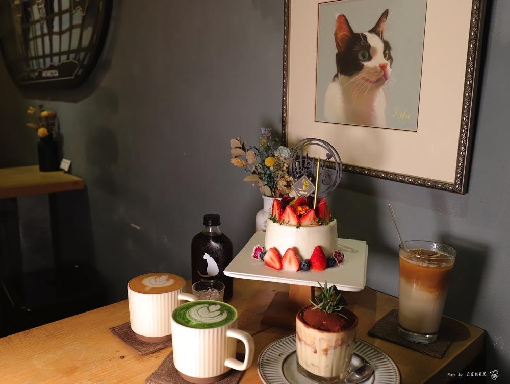 肥貓咖啡:台南超夯創意手工蛋糕預定!限定款草莓戚風蛋糕.草莓生日蛋糕,給你滿滿的酸甜草莓幸福滋味|神農街必去咖啡店推薦