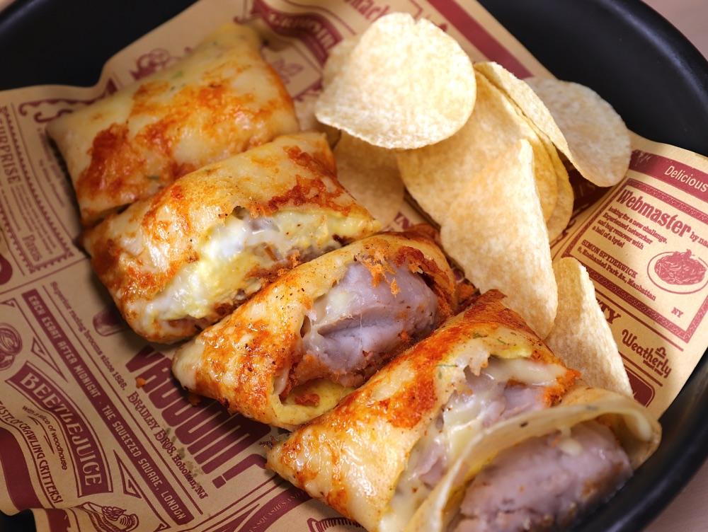 曼恩炸雞 Moon Chicken:隱身於豪宅大樓下的平價早午餐廳,超推 芋泥起司瀑布煎餅,芋泥爆出來超邪惡~特製炸雞口味選擇超豐富