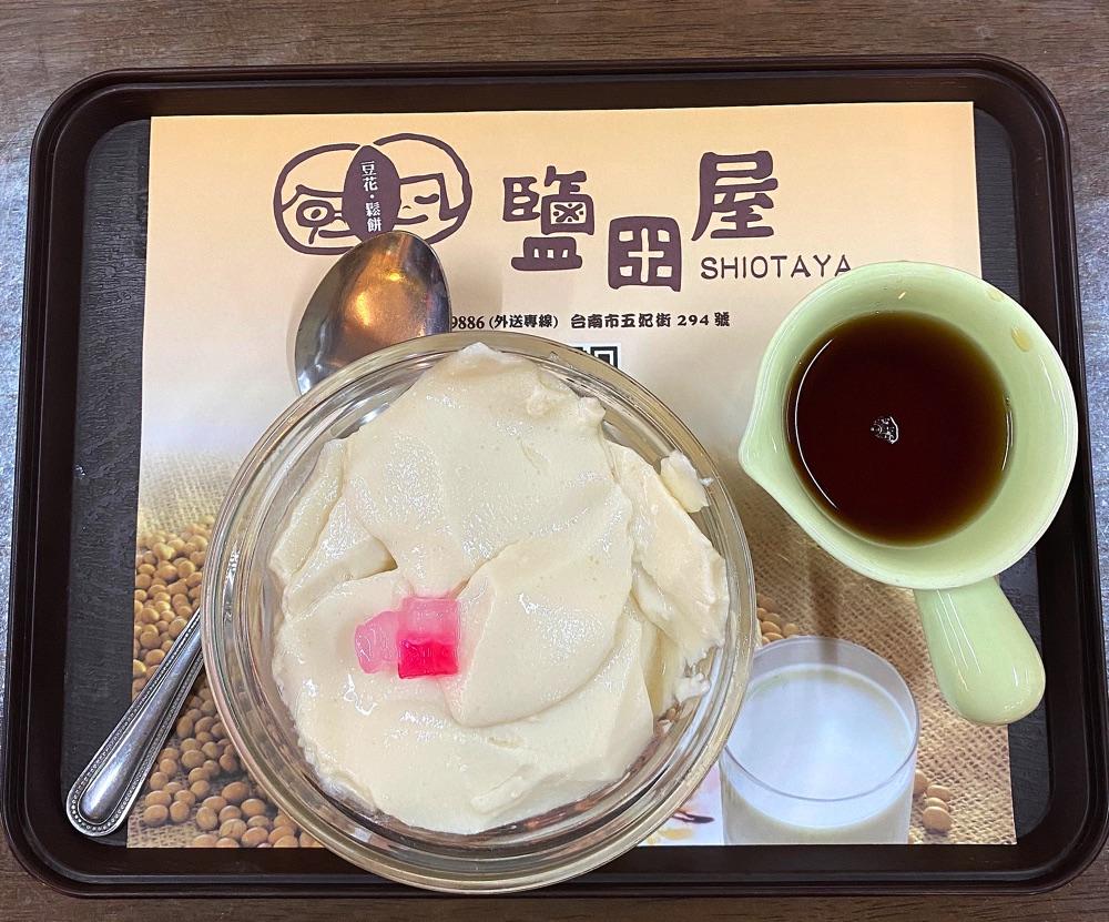 鹽田屋-豆花鬆餅:台南五妃街的豆花老店,銅板價豆花、生活小確幸,喜歡那糖漿的甜甜滋味