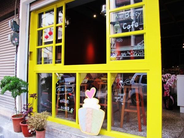 {Miss Bossy Café} 超~精緻美味的杯子蛋糕_隱身在台南巷弄中