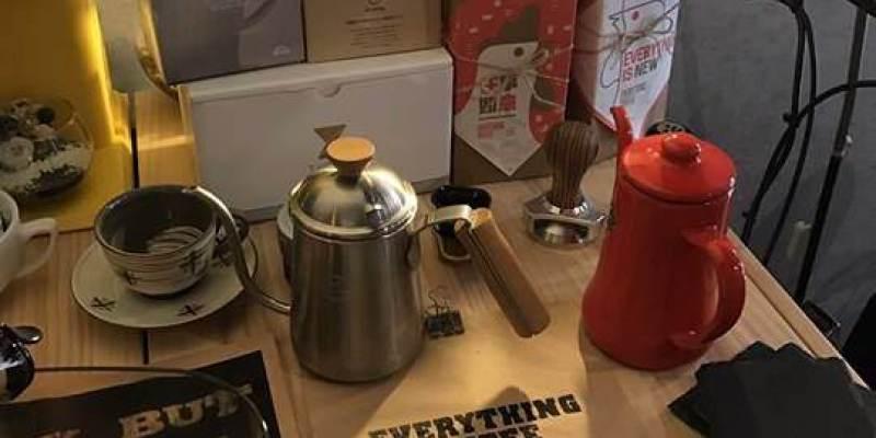 (台南。中西區美食)隱身巷弄內的小小咖啡店,靜靜地享受在咖啡香滿溢氛圍@Everything Coffee 任事咖啡|西門路二段巷弄內|蝸牛巷口|