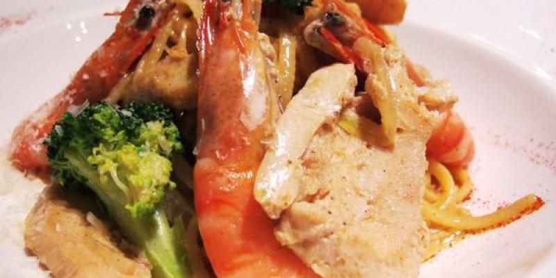 (台南。東區美食) {亞米亞米歐風餐坊} 不簡單的超美味義大利麵。麵條Q彈,充分吸附湯汁,每一口都是食材的鮮美滋味!