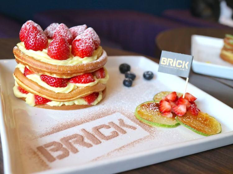 『Brick磚塊』美味的甜蜜下午茶開賣囉!|午茶新菜單|老屋新力|白天早午餐|下午茶甜點店|夜晚無菸酒吧|正興街甜點新崛起|午茶,鬆餅,煎餅|