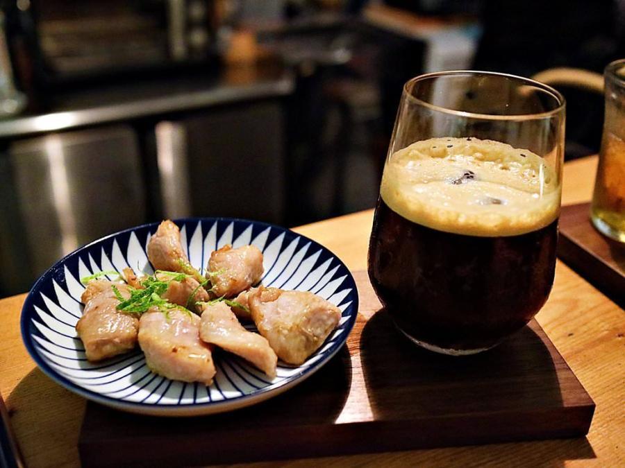 (台南。中西區) 夜間限定的咖啡店:隨便咖啡。夜脹組合,特調美式+檸香松坂豬,讓你有個不同的夜晚~