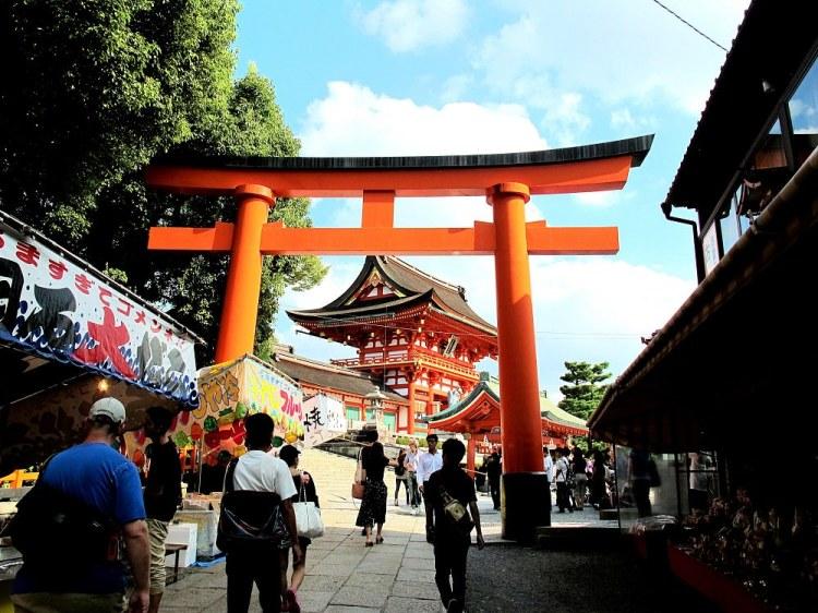 伏見稻荷大社|京都必訪神社,千本鳥居,連綿整座山的橘紅色鳥居很驚人|