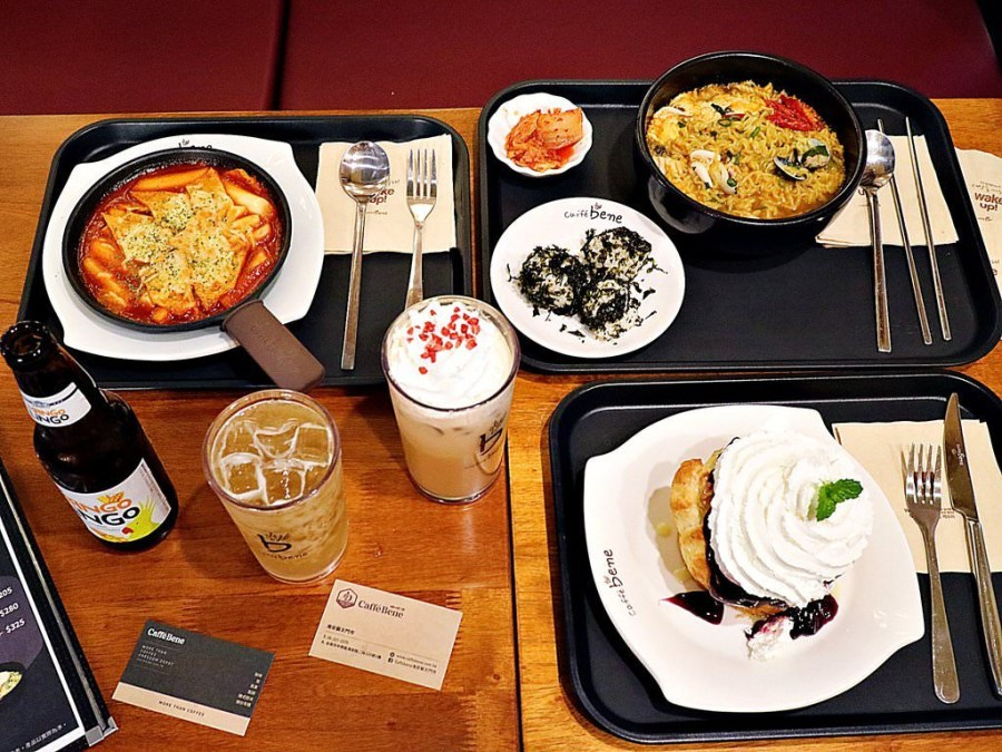 Caffebene海安藝文門市:超人氣韓國甜點店。超浮誇的水桶剉冰、滿滿堅果營養滿分,涼一夏!|另有多種甜+鹹-韓式餐點,韓國辣年糕,韓國拉麵,炸醬拌飯|