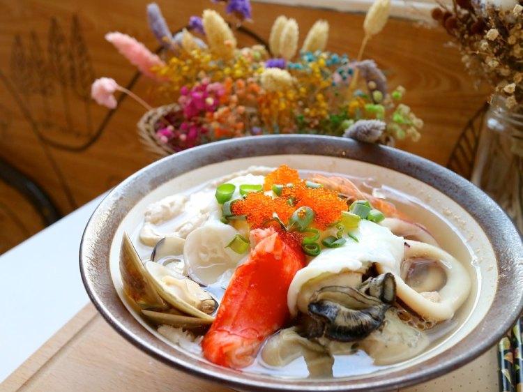 T&F 手作吐司-安平店:芒果咬吐司,新鮮芒果甜又水,最新推出海鮮鍋燒麵,滿滿每日直送海鮮配料,讓海鮮控吃了大呼過癮 夏季新菜單,安平店限定