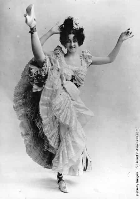 A high-kicking Parisian can-can dancer