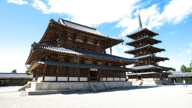 How Japan's Oldest Wooden Building Survives Giant Earthquakes