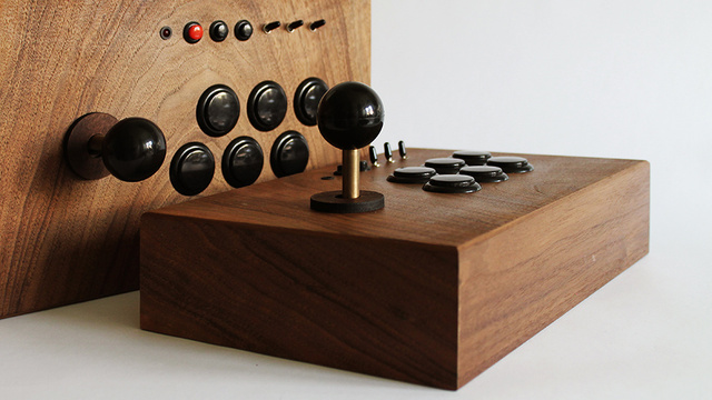 20,000 Classic Arcade Games Deserve a Beautiful Wooden Console System