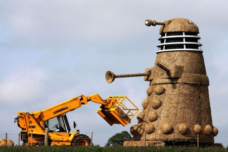 35-foot-tall straw Dalek terrorizes British countryside