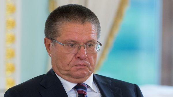 Суд наложил арест на имение и земли бывшего министра