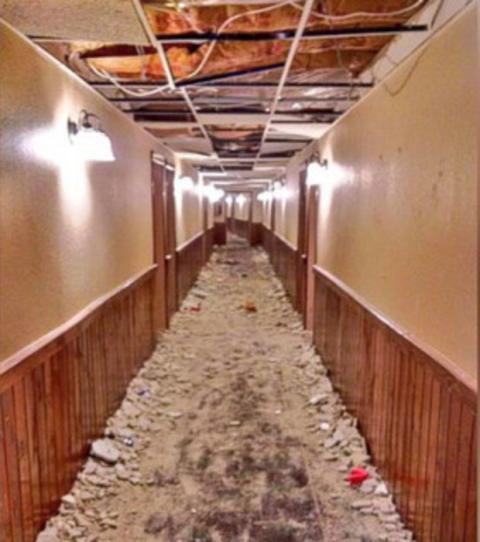 Un peu trop sale et en mauvais état ce couloir...