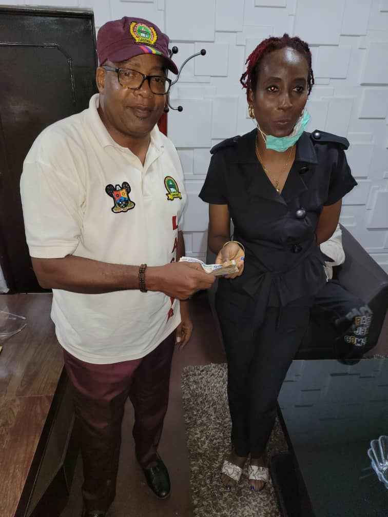 LASTMA Refunds Money to Lady Who Was Extorted By Police in Lagos (Photos) 4