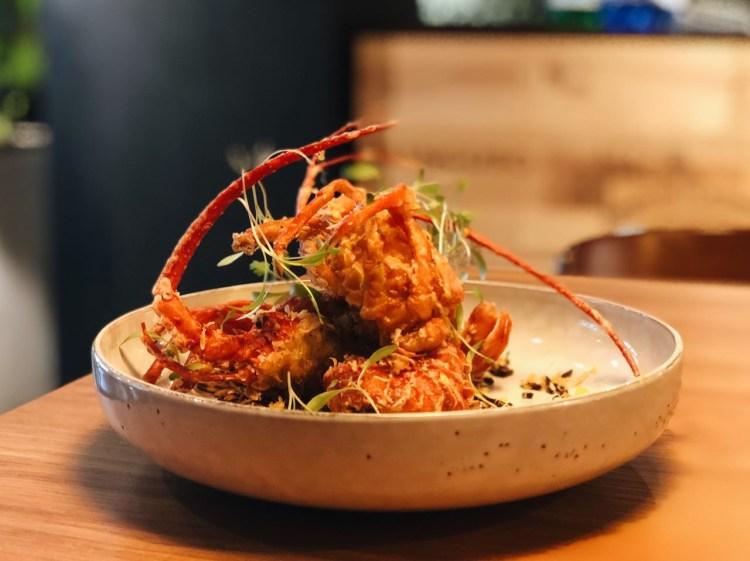 台北信義區餐酒館 》Chateau Zoe 酒窖餐廳 | 酥炸軟殼龍蝦餐