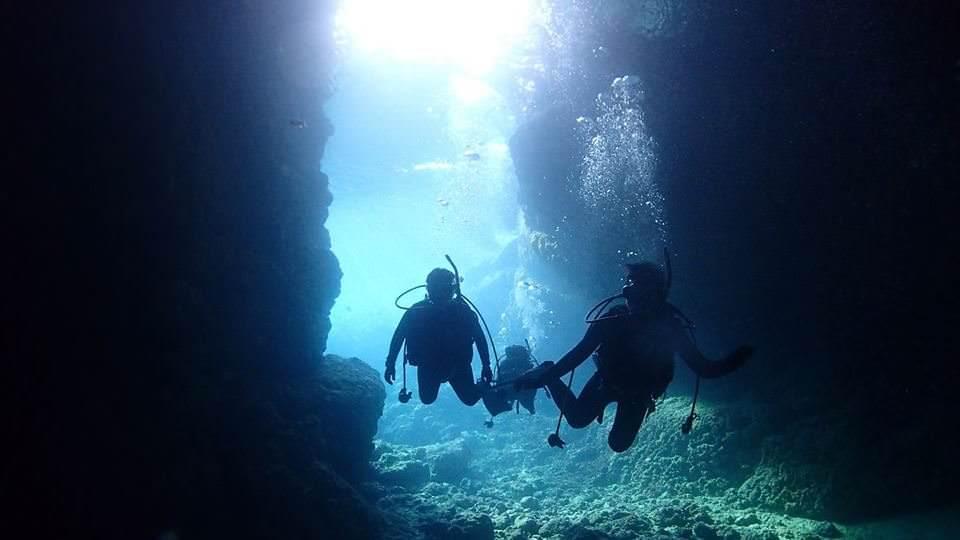 【沖繩潛水】青之洞窟 MyDiving,中文教練/2人小班制/附水中攝影,不會游泳也能潛水
