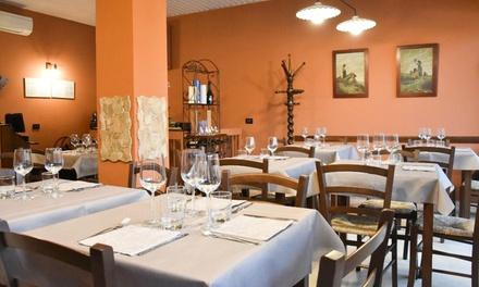 Menu toscano con antipasto, dolce e vino presso gastronomia La Contrada Di Bengodi, in centro città