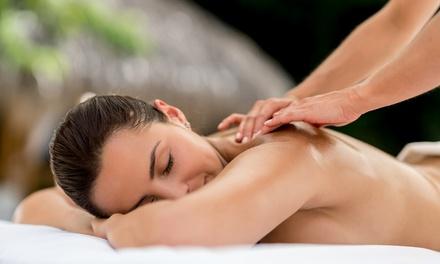 3 o 5 massaggi a scelta da 45 minuti al centro estetico Interno 18 (sconto fino a 76%)