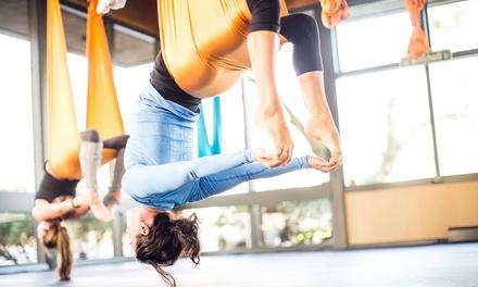 5 o 10 lezioni di yoga in volo per una persona allo studio Upside Down Yoga (sconto fino a 89%)
