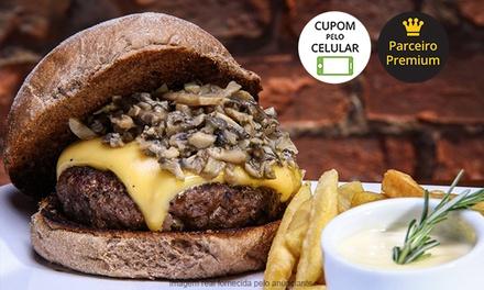 Rusty Bar e Restaurante – Cerqueira César: 2 ou 4 hambúrgueres com batata frita para 2 ou 4 pessoas
