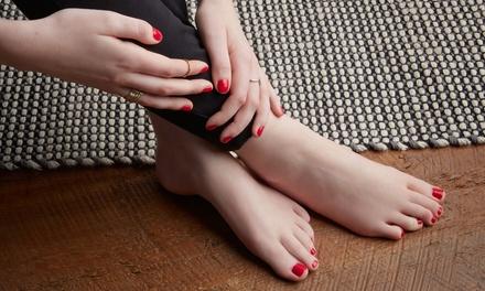 3 manicure e 3 pedicure con smalto classico o semipermanente al centro Soave Estetica Olistica (sconto 83%)